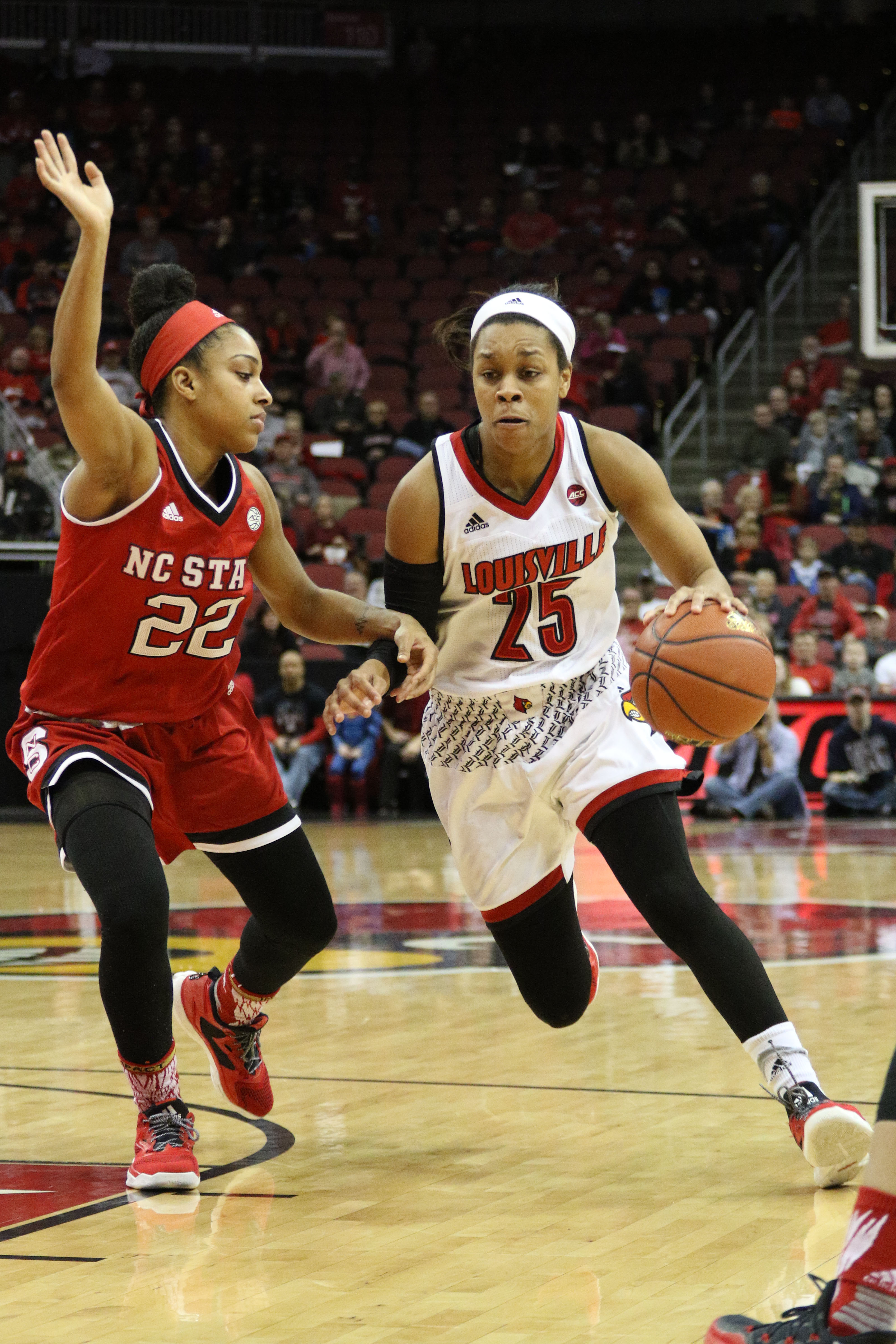 Asia Durr's 38 points leads Louisville to program record-tying 15-win streak